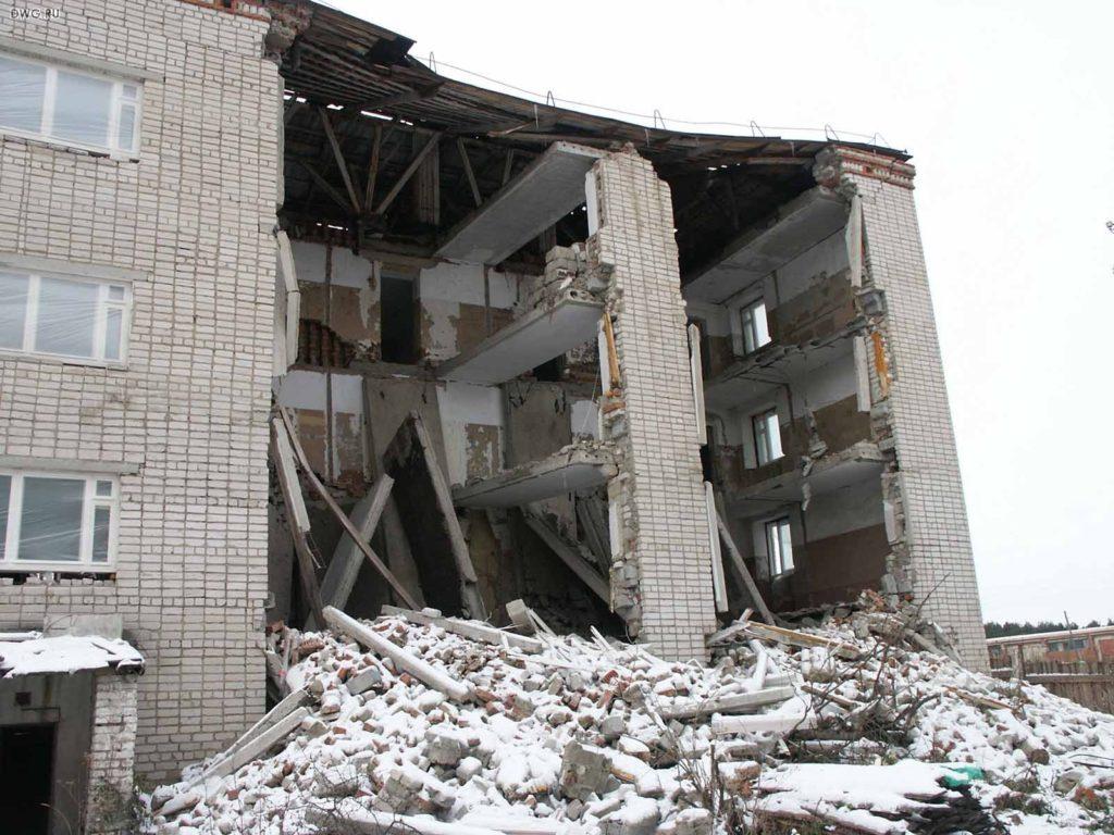 Строительный эксперт по заливу квартиры в Москве